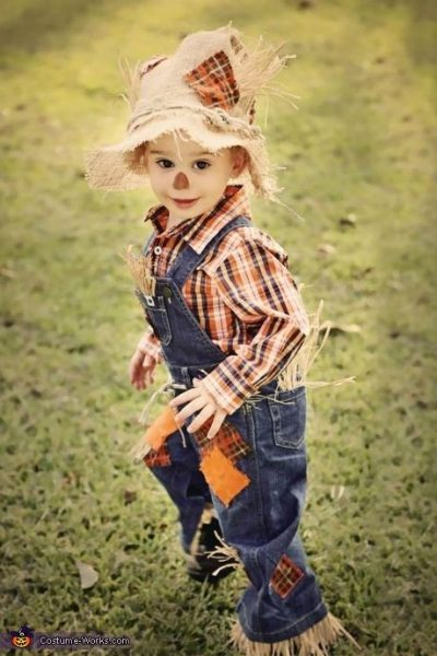 He's so CUTE! Share and REPIN if you agree! | Scarecrow Halloween Costume Idea Toddler Boy