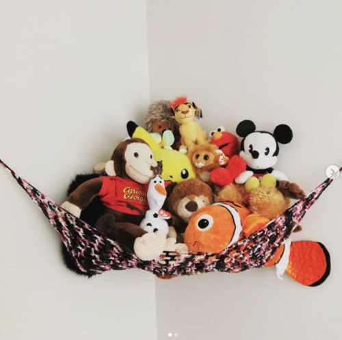 Put toys in a hammock to keep floors clear of clutter. Great idea! | 9 Ways to Organize Toddler Bedroom on a Budget
